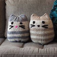 A simple stockinette pattern worked in the round, this kitty is not so mini! Smaller than a floor pouf, it will add fun and whimsy to your sofa, chair, or bed. Makes a great gift for any cat lover!