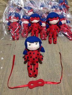 boneca ladybug com +-12 cm em feltro e costuradas a mão. Miraculous Ladybug Party, Diy And Crafts, Arts And Crafts, Christmas Gifts, Christmas Ornaments, Felt Diy, Felt Dolls, Fabric Crafts, Sewing Projects