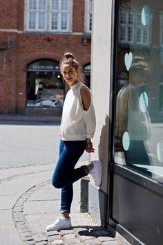 Copenhagen street style has the best sneaker style in the world! Check out the best street style in Copenhagen. Air Force 1, Nike Air Force, Sneakers Street Style, Sneakers Fashion, Sneaker Street, Copenhagen Street Style, Casual Outfits, Cute Outfits, Casual Jeans