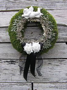 Anjelik na machu / jankaa. Funeral Floral Arrangements, Christmas Arrangements, Beautiful Flower Arrangements, Beautiful Flowers, Remembrance Flowers, Burlap Wreath Tutorial, Fresh Wreath, Cemetery Decorations, Funeral Flowers