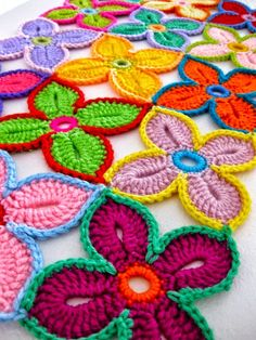 Todo crochet: Camino de mesa multicolor con flores - paso a paso
