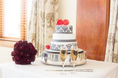 cake from Glimmer Photography