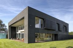 Zombie proof house turns itself into a cement fortress in case of zombie apocalypse Zombie Apocalypse House, Zombie Proof House, Zombie Apocolypse, Style At Home, Houses In Poland, Architecture Cool, Minimalist Architecture, Safe Haven, Close To Home