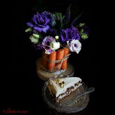 #glutenfree #Carrotcake #pistachio #almonds #healthychoices #flowers #reasontosmile #enjoy #life #livadacuvisini #paulamoldovan #dulciuri #cadouri #evenimente #flori #bucuresti #tort #tortmorcovi Reasons To Smile, Carrot Cake, Almonds, Pistachio, Healthy Choices, Glutenfree, Sweets, Flowers, Desserts