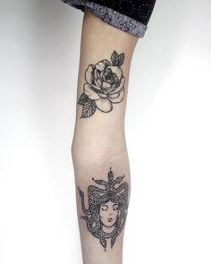 Brazito con mis tatuajes: Rosa 6 meses curada / Medusa recién hecha ~ 6 months healed Rose & Fresh Medusa× Diseños Propios × ¿Quieres un tatuaje? Escribeme al Direct para cotizar Citas al dm! ..#iblackwork #blxckink #darkartists #blackworkers #onlyblackart #instaart #equilattera #blacktattooart #artgallery #tattoo #dynamicink #bishoprotary #artcollective #tattoo #iblackwork #arttattoo #art #artskin #asgardstencil #inkmagazine #latinamericatattoo #tattoistartinks #tattooworld #bangbangnyc…