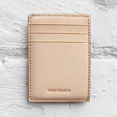 Kartenhalter: Kompaktes Design und ein raffinierter Roh-Look. Hier entdecken und kaufen: http://sturbock.me/V8e