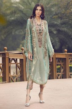 Look effortlessly chic in this embroidered Tissue shirt with flared sleeves and adorned with hand embroidered Dabka, comes with Banarsi pants and slip.* Length on model: 50 Trajes Pakistani, Pakistani Formal Dresses, Pakistani Fashion Party Wear, Pakistani Wedding Outfits, Pakistani Dress Design, Indian Dresses, Indian Outfits, Indian Fashion, Stylish Dresses