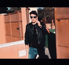 Youtubers, Leather Jacket, Fashion, World, Photos Tumblr, God, Celebs, Studded Leather Jacket, Fashion Styles
