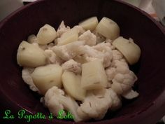 Ingrédients pour 4 gourmands : 1 petit choufleur 3 pommes de terre sel, poivre muscade Détacher des petits bouquets du choufleur et les rincer Eplucher les pommes de terre et les couper en 4 Mettre 400 ml d'eau dans la cuve du microvap' Déposer les légumes...