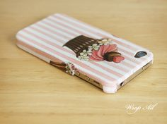 Cupcake iPhone 4 case / Cupcake iPhone 4s case / Pink by WrapAll, $15.90