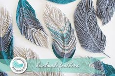 "You can never have too many ideas for making embellishments and this tutorial by ""Blue Sky Confections"" shows you how to make feathers using wire and yarn! Crafts Free Tutorial: How to use yarn to make feathers Yarn Projects, Crochet Projects, Art Fil, Yarn Crafts, Crochet Flowers, Crochet Patterns, Crochet Feathers Free Pattern, Crochet Ideas, Crochet Dreamcatcher Pattern Free"