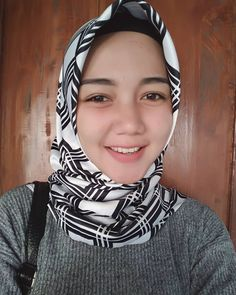 Pin Image by Hijabi Manis Beautiful Muslim Women, Beautiful Hijab, Beautiful Asian Girls, Muslim Beauty, Islamic Girl, Most Beautiful Faces, Hijab Chic, Girl Hijab, Covergirl