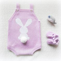 #baby #babyclothing #babyboutique #crochet #babyromper #romper #bunny #knits #whale #babyknits #coelho #babybooties #violet #mariacarapim #booties #pompom #mariacarapim #ponpom #yarn #wool #babyfashion #fofo #whale #babyspam #instaknit #knitting #bebé #fofo #lã