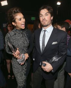 Ian Somerhalder & Nina Dobrev Joke About Their Breakup at People's Choice Awards Photo Ian Somerhalder gives his former girlfriend Nina Dobrev a kiss on the cheek while accepting their award at the 2014 People's Choice Awards held at the Nokia Theatre… The Vampire Diaries 3, Vampire Diaries The Originals, Damon Salvatore, Nina Dobrev Twitter, Ian And Nina, Katherine Pierce, New Friendship, Ian Somerhalder, Delena