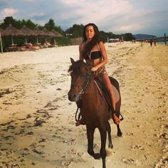 Instagram media by dillina_mini - Amazing sunset ride! 🐴🔝🌅🇮🇩 #Indonesia #gilitrawangan #horseriding #horse #caballos #cavallo #dillina #sunset #entardecer #puestadesol #beach #playa #vivalavida #morena #goldenhour #girl #smile #love #enjoy #backpacking #travel #travelgram #viajar #explore #discover #world #wanderlust #tramonto #top #ride