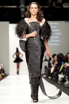 Shona Tawhiao (the wonderful) Love Fashion, Fashion Models, Womens Fashion, Fashion Design, Fashion Trends, Warrior Fashion, Maori Designs, Queen Outfit, Maori Art