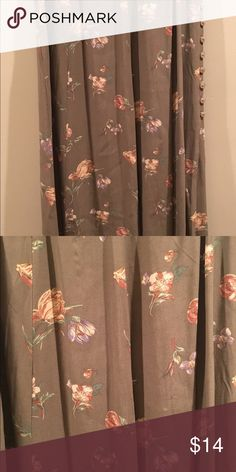 """Vintage Skirt Waist size is 26"""". Light olive color with floral design. Zips up on the side. Skirts Midi"""