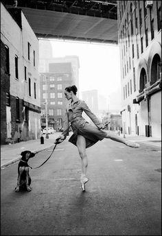 """Dane Shitagi es un fotógrafo residente en la ciudad de Nueva York. Shitagi es muy conocido por concebr y fotografiar el popular """"Ballerina P..."""