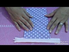 DIY | Costurinhas /Porta moeda sem viés (Passo a passo) - YouTube Clutch Pattern, Diy Wallet, Sewing Box, Crochet Baby, Machine Embroidery, Sewing Projects, Sewing Patterns, Patches, Etsy Shop