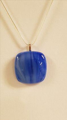 12 $ (1 1/4 x 1 1/4) Pendentif bleu sans la chaîne. Chaine, cerceau noir ou cordon en tissus noir disponible sur demande.