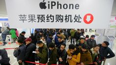 Vender un riñón, pagar 3.000 euros... Así hacen negocio los chinos con el iPhone. Noticias de Tecnología. Contrabando de iPhones desde Hong Kong o mafias que lo venden a cambio de un riñón (literalmente). Cada lanzamiento de un iPhone es un lucrativo negocio en China, y no solo para Apple