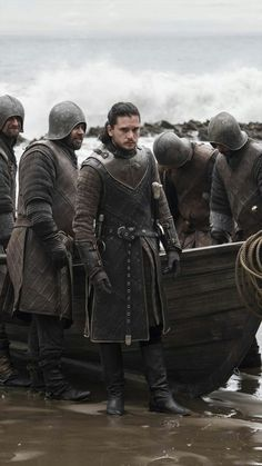 Should Game of Thrones season 7 have had more episodes? John Snow, Got Jon Snow, Game Of Thrones Costumes, Game Of Thrones Cast, Kit Harington, Winter Is Here, Winter Is Coming, George Rr Martin, Armor Games