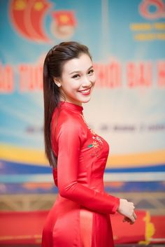 Á hậu Hoàng Oanh xinh tươi dẫn chương trình kỷ niệm ngày 26/3 Most Beautiful Indian Actress, Beautiful Asian Women, Asian Woman, Asian Girl, Ao Dai Wedding, Vietnam Girl, Asian Hotties, Beauty Women, Asian Beauty