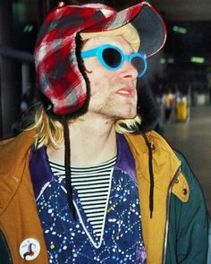 Kurt Cobain Retro Sunglasses - Dizaster In A Halo Kurt Cobain Style, Kurt Cobain Photos, Nirvana Kurt Cobain, Kurt Cobain's Death, Holden Caulfield, Kurt And Courtney, Grunge, Donald Cobain, Dave Grohl