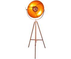 Spot an und Bühne frei für CAPTAIN! Die Stehleuchte von By Rydéns erinnert stark an Filmstudios. Action bringt die Lichtquelle allemal mit sich: Der kupferfarbene Lampenschirm holt Ihnen mit dem Rotschimmer eine persönliche Sonne in Ihren Raum. Stehleuchte CAPTAIN ist ein stylisches Attribut und sorgt für stimmungsvolle Beleuchtung in Ihrem Zuhause.