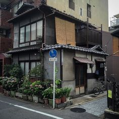 Photographer Captures Small Yet Utterly Delightful Buildings In Kyoto, Japan Japanese Buildings, Japanese Streets, Small Buildings, Japanese Architecture, Japanese House, Classical Architecture, Aesthetic Japan, Japanese Aesthetic, City Aesthetic
