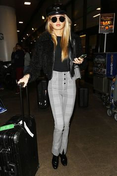 A Victoria's Secret Angel wore our favorite Zara leggings to the airport. Shop them here.