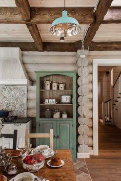 Как мы уже смогли убедиться, московская студия I.D. Interior Design невероятно хороша в создании проектов городских квартир, в которых стиль и уют переплетаются в гармоничном сочетании. Но в портфолио компании есть также вот такой чудесный загородный дом из сруба, довольно стандартный по форме и структуре, но очень теплый и душевный по наполнению. Все дело в …
