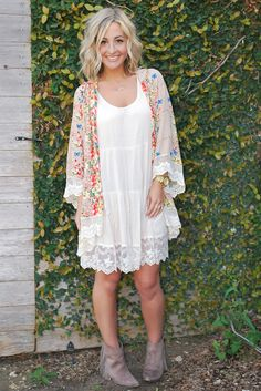 A beautiful floral & lace kimono featuring cream scallop-shaped edge lace around sleeves and bottom hem. Unlined. Non-sheer. Lightweight. Looks great layered with our Aliyah dress.