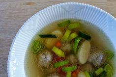 Charlottes Køkken: Suppe med hjemmelavede melboller og kødboller