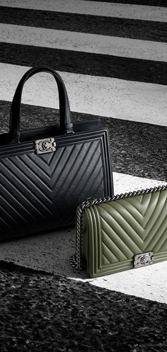 I've never been a fan of the Chanel boy bags because it takes away from the classic Chanel quilted look but the chevron boy print has me obsessing over a Chanel boy lately!!