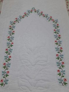 Schemes and schemes of etamine-treated towels - Flores Cross Stitch Flowers, Cross Stitch Patterns, Spider Species, Prayer Rug, Plant Species, Bargello, Baby Knitting Patterns, Needle And Thread, Ideas