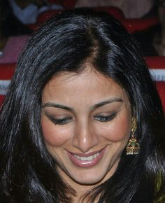 Tabu Beautiful Bollywood Actress, Beautiful Indian Actress, Beautiful Women, Blockbuster Film, Indian Bollywood, Indian Sarees, Tabu, Trending Videos, Indian Celebrities