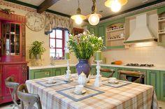 Кухня в  цветах:   Желтый, Светло-серый, Серый, Темно-зеленый.  Кухня в  стиле:   кантри.