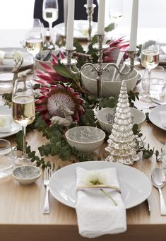 Traditional dining Inspirational Gifts, Traditional, Table Decorations, Dining, Christmas, Furniture, Home Decor, Xmas, Food