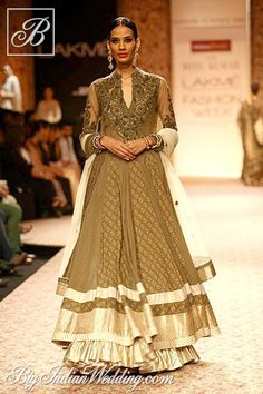 Ritu Kumar's Vintage Collections at Lakme Fashion Week, WinterFestive. really like the layers Lakme Fashion Week, India Fashion, Ethnic Fashion, Asian Fashion, Pakistan Fashion, High Fashion, Indian Dresses, Indian Outfits, Indian Clothes