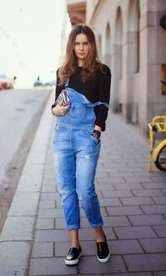 Look  Jardineira Jeans + Slip on Denim Fashion b3ee0f38b