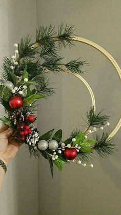 Christmas holidays often come with joy and happiness. This can be emphasized with a bunch of DIY Christmas wreaths to make the holiday complete. Noel Christmas, Winter Christmas, Christmas Ornaments, Christmas Planters, Diy Christmas Wedding, Diy Wreath, Wreath Crafts, Wreath Ideas, Christmas Projects