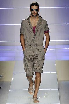 Salvatore Ferragamo Spring 2009 Menswear Fashion Show The Sartorialist, Yoga Fashion, Mens Fashion, Romper Men, Casual Outfits, Men Casual, Work Wear, Men Dress, Ideias Fashion