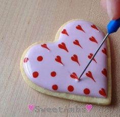 60 Heart Shaped Valentine's Day Cookies that'll get you to go Ooh LaLa - Hike n Dip Valentine's Day Cookies Royal icing recipe, royal icing ideas, royal icing cookies, cookie recipes, cookie decoratio Cookies Cupcake, Fancy Cookies, Iced Cookies, Cute Cookies, Royal Icing Cookies, Heart Cookies, Easter Cookies, Valentine's Day Sugar Cookies, Cookie Favors