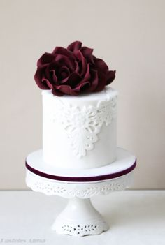 White & Bordeaux wedding cake