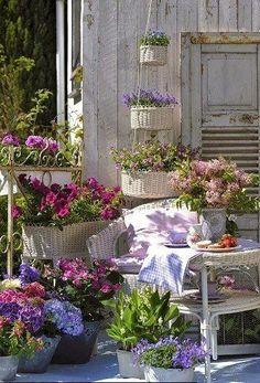 Porch Decorating Ideas - via moois en liefs: Tuin en veranda
