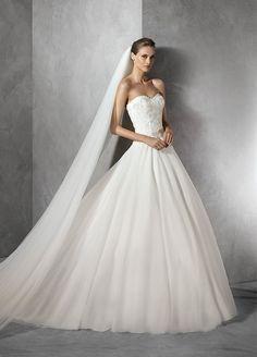 最大の満足を花嫁に。世界トップクラスのドレスブランド「プロノビアス」のウェディングドレス最新カタログはこちら。長い歴史の中で培われた高品質の美しいウェディングドレスは会場内すべてのゲストを魅了します。