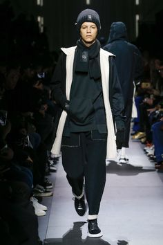 a060fff7e6904 Y-3 Fall 2018 Menswear Fashion Show Collection Mens Fashion 2018