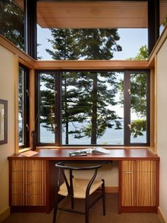 seattle Office Space home office modern with reading nook wicker rattan dining room chairs Contemporary Window Film, Contemporary Office, Home Office Setup, Home Office Design, Office Ideas, Office Designs, Minimalist Apartment, Minimalist Room, Ludlow House