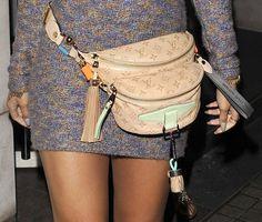 Rihanna-with-Louis-Vuitton-Fanny-Pack.jpg (620×527)